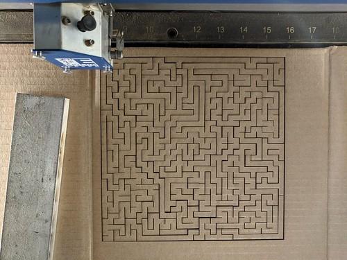 Straight cut maze puzzle