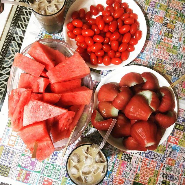 20180418 沒讓大家失望 紅吱吱的水果們 還有阿母的冰咖啡 #女兒們最愛的娘家