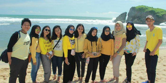"Pelajar SMAN 9 Tangerang ""Terjebak"" Di Batu Raksasa Pantai Kukup Gunung Kidul Yogyakarta"