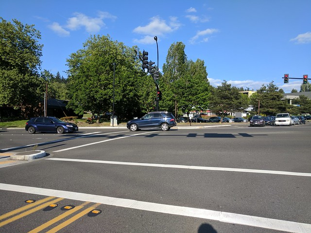 Diary of a Commute Bike: Eastside Stoplight at Bellevue Way