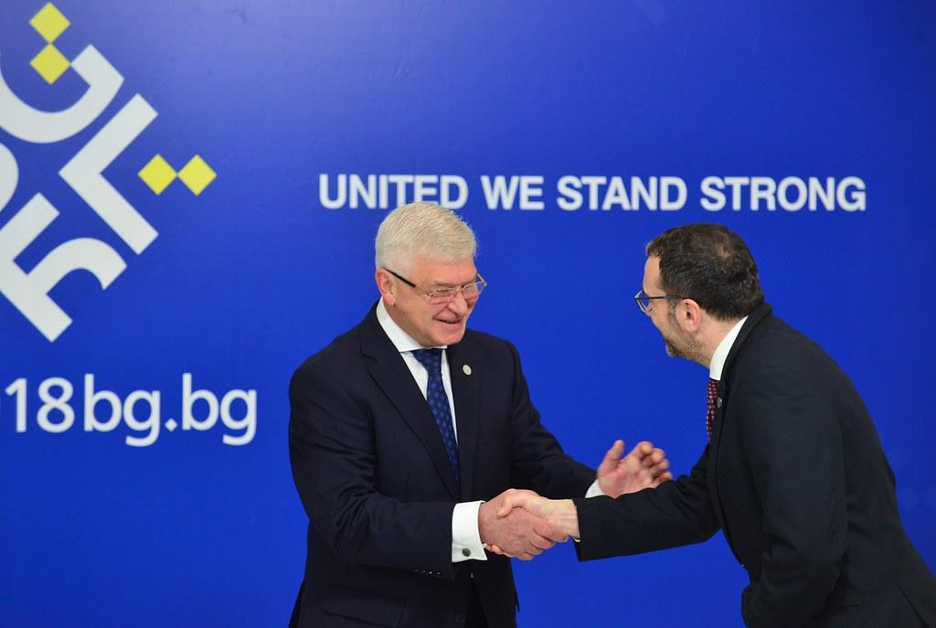 Informal meeting of ministers of health: Handshake