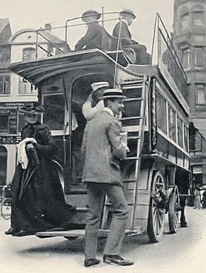 Hestetrukken omnibus på Strøget i København omkring år 1900. Horsedrawn omnibus on Strøget in Copenhagen around the year 1900.