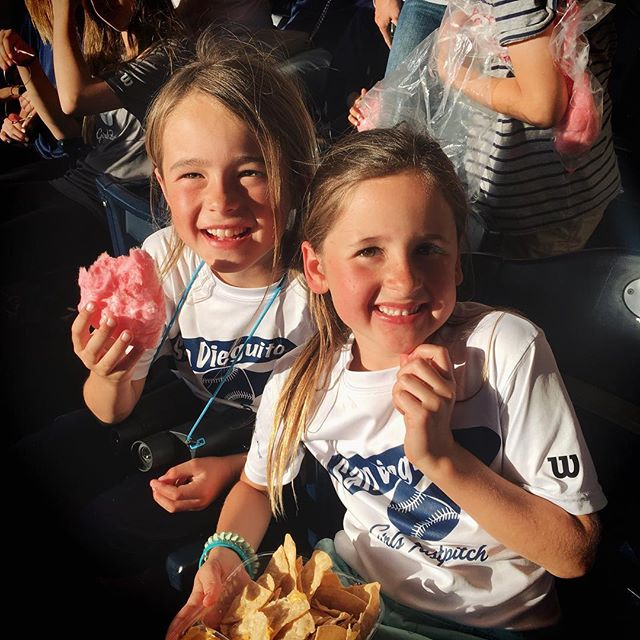 Friends + ballpark food for the win! #sdinhd