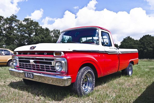 Ford F-100 Pick-Up Truck 1966 (2401)