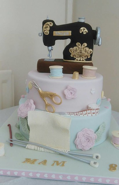 Sewing Machine Cake by Dumblebakes