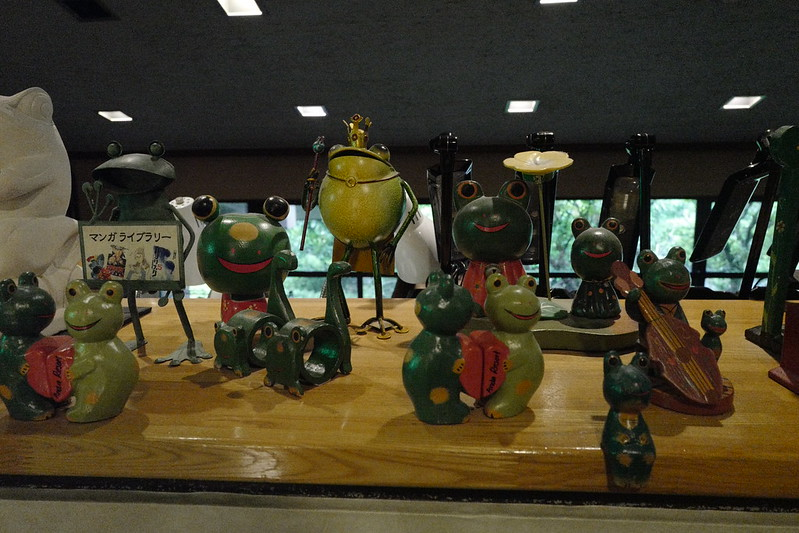 HOTEL SPA ANDA RESORT伊豆高原本館ライブラリーのかえるの置物