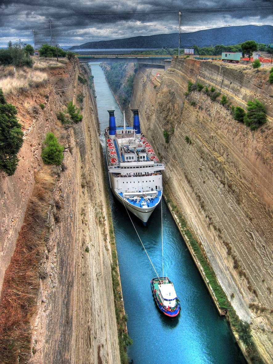 Picture Of The Day Big Ship In A Tiny Canal TwistedSifter - Cruise ship anal