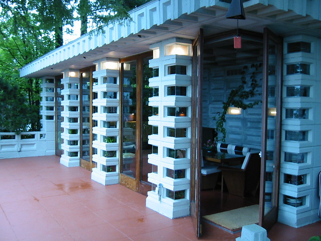 Patio Doors & Homes by Frank Lloyd Wright - a gallery on Flickr pezcame.com