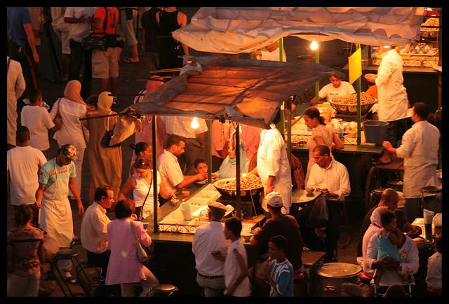 Akik mindent tudnak a marokkói vöröslencselevesről - éjszakai piac Marrakesh