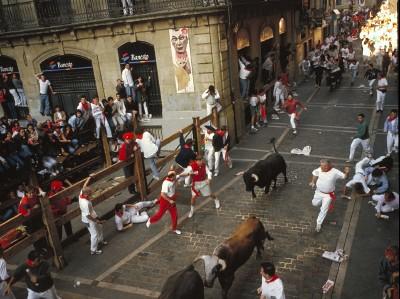 Encierro de San Fermín en turismo y tren