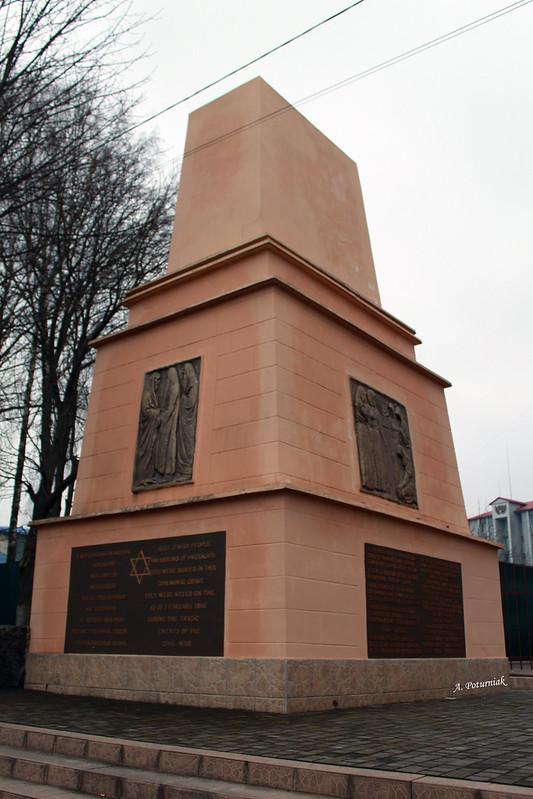 Пам`ятник жертвам Проскурівського погрому 1919 року