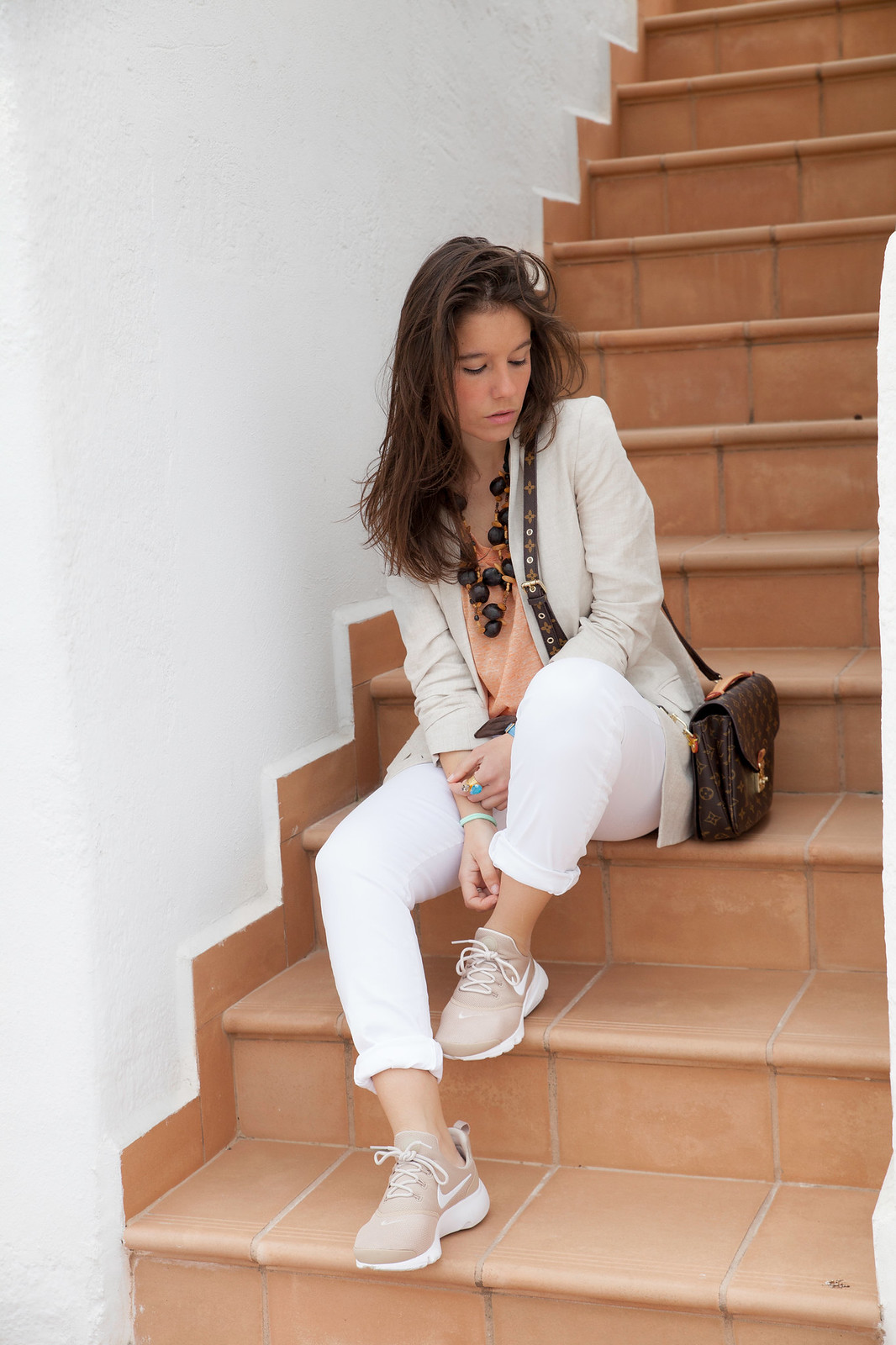 Nude and white. Perfect work outfit with presto fly Nike. fashion street style blogger barcelona