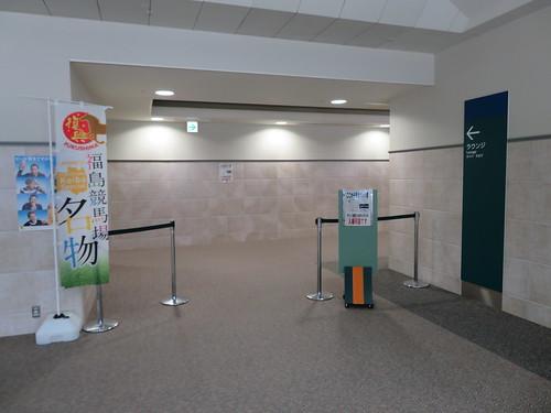 福島競馬場のラウンジ席入口