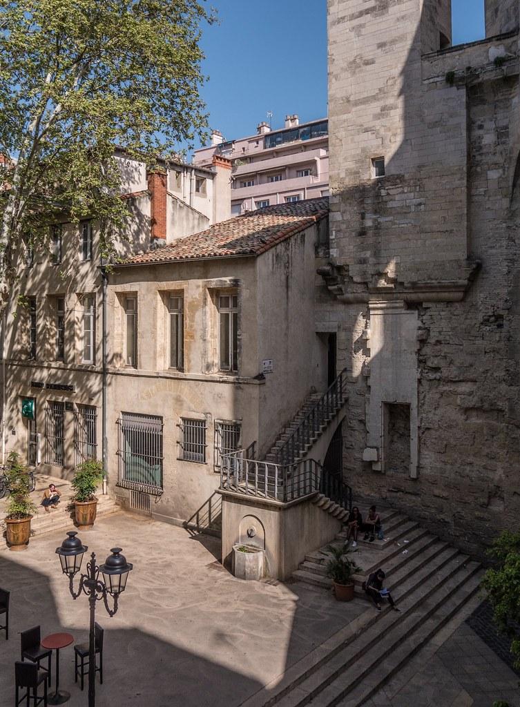 Montpellier : ville d'ombre et de lumière... 27787877438_9729aaaea2_b