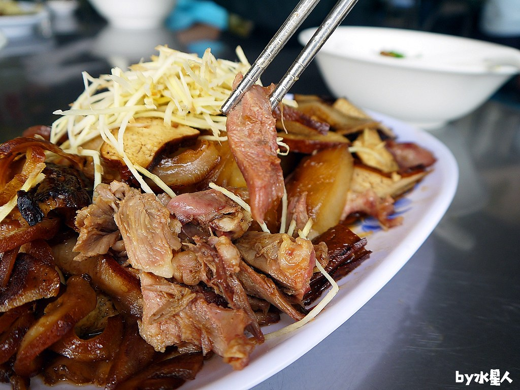 40305269355 3acb0e42d7 b - 陳師傅牛肉麵大王│台中工業區超人氣牛肉麵店,小菜也很厲害