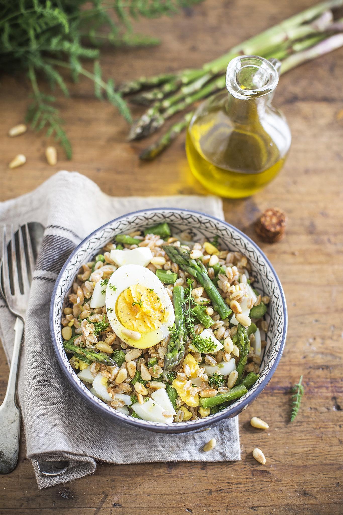 Insalata di farro asparagi e uova
