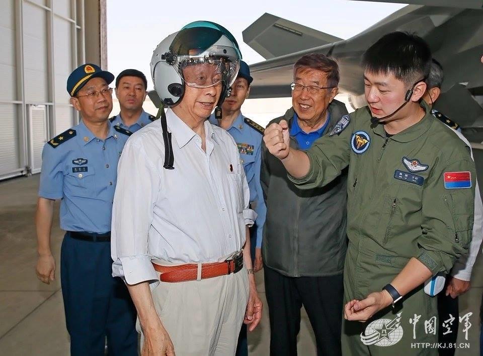 المقاتلة الصينية J-20 Mighty Dragon المولود غير الشرعي - صفحة 4 42778644491_1f76a8c18b_b