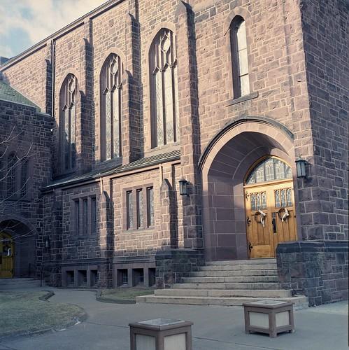 johnsoncity zenzabronicas2a mediumformat expiredfilm nikkorp75mm church urbanlandscape