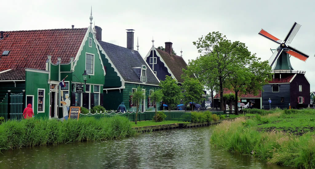 4 villages near Amsterdam you must visit: Zaanse Schans | Your Dutch Guide