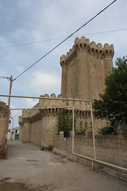Азербайджан. Мардакян. Четырехугольный замок