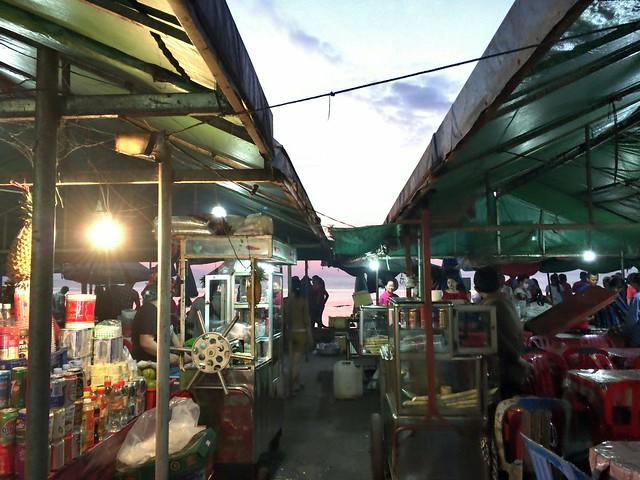 クラブマーケット前のマーケット