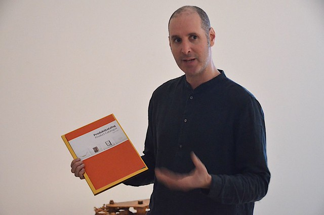 Daniel Peltz med Performing Labours Produktkatalog