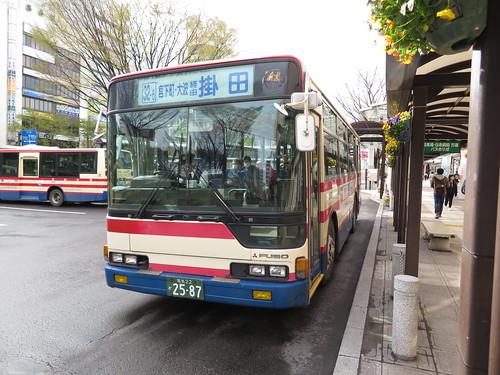 福島駅前を出発するバス