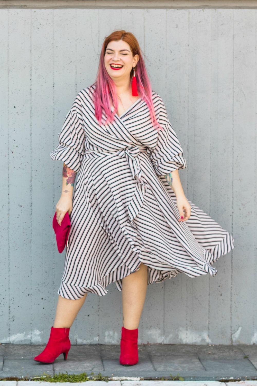 outfit plus size vestito a portafoglio e calze autoreggenti Milena Lingerie (3)