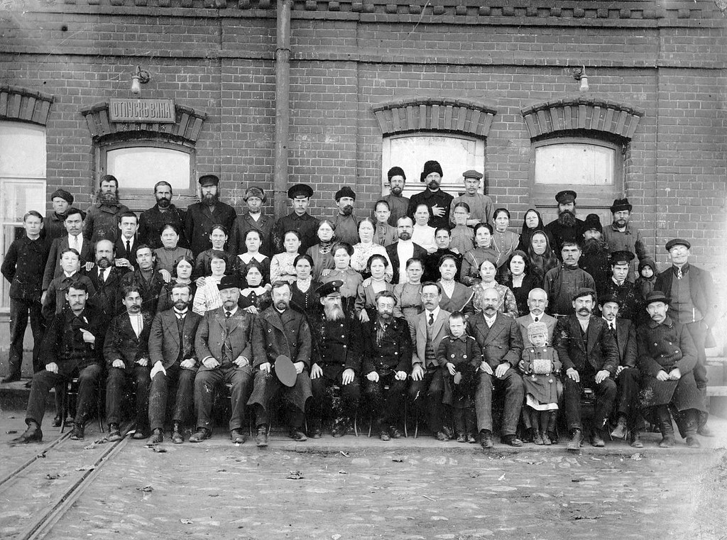 1 Коллектив ликеро-водочного завода в XIX веке