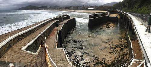Marea baja en el puerto de Zarautz