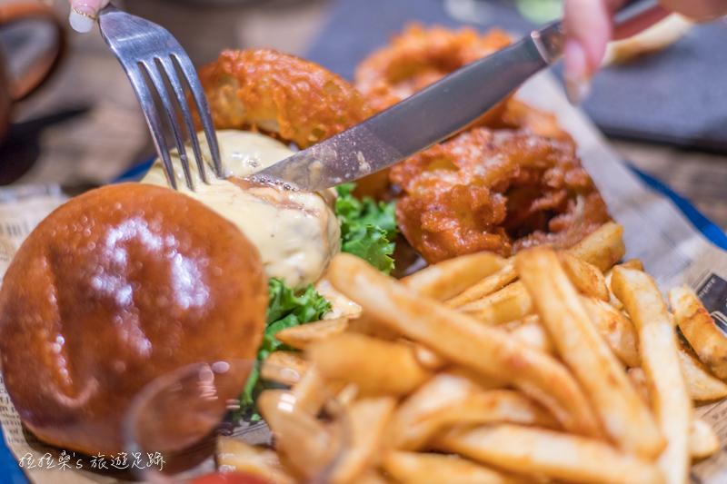 台中夏爾 Shire 綠園道店,走入電影魔戒中的哈比屯,與寵物們一起享受悠閒美味的早午餐,迷人好拍的餐酒館