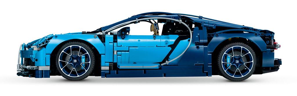 LEGO Technic Bugatti Chiron (42083) 9