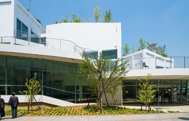 The facade of Art Museum & Library, Ota (太田市美術館・図書館)