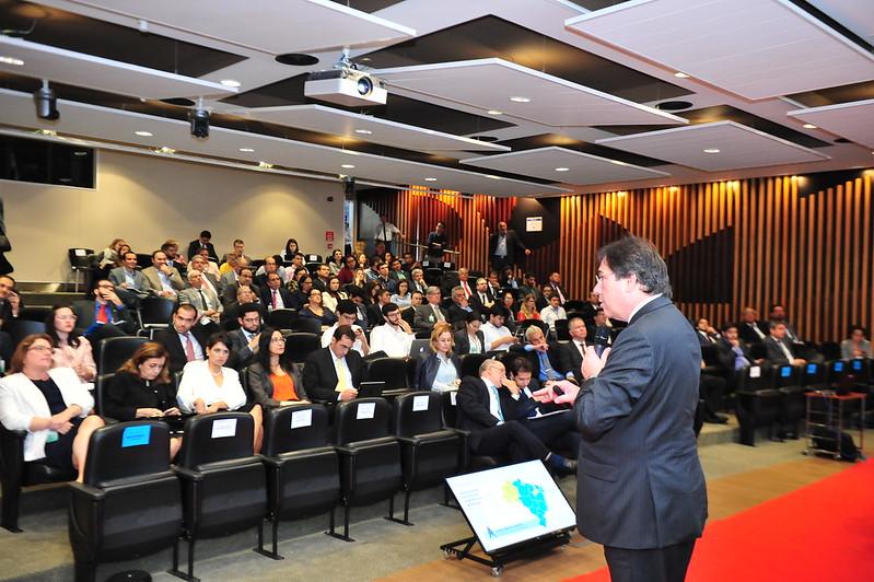 Diálogo público sobre a privatização da ELETROBRAS