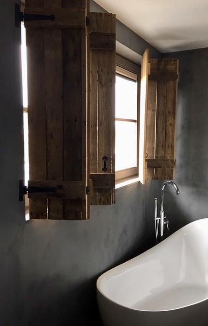 Houten luiken badkamer