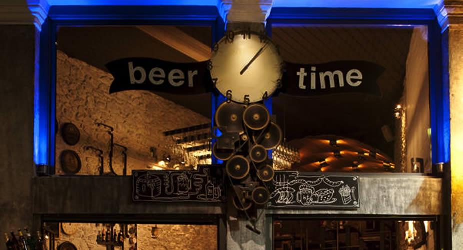 Uit eten in Athene, in de wijk Psirri (foto met dank aan Beertime) | Mooistestedentrips.nl