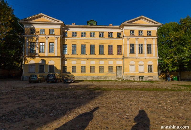 Парадный двор, усадьба Золотаревых-Кологривовых, Калуга
