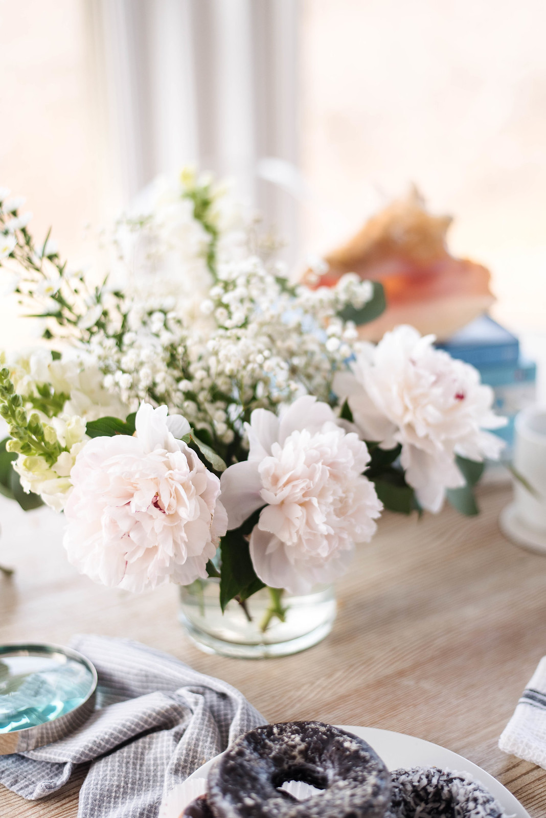 Peony Flower Arrangment on http://juliettelaura.blogspot.com/