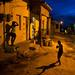 3. Una de las calles de Trinidad, en Cuba, con niños jugando al atardecer