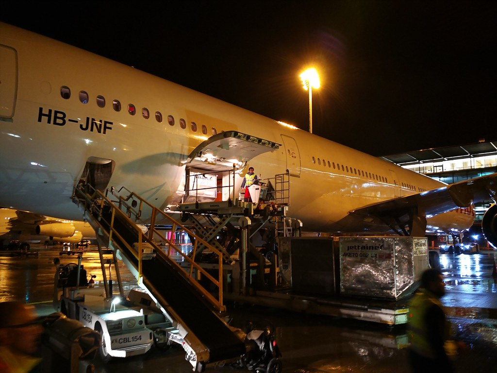 Loading the 777