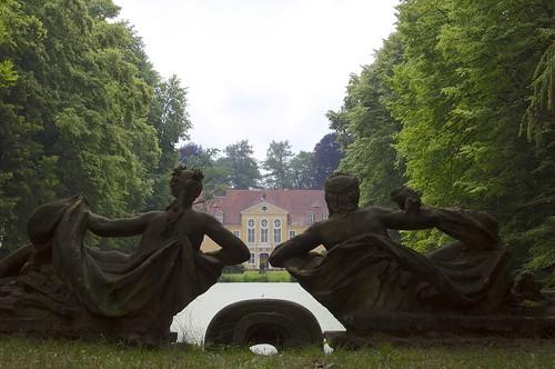 Neptun und Nymphe beobachten das Schloss