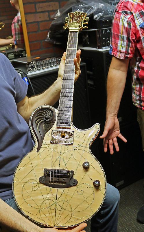 Universum Guitars - z Elena Alpha Acoustic (1)