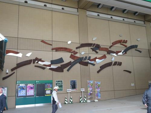 福島競馬場の中央口の壁画