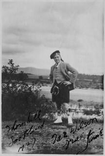 Jamie wearing a kilt, Thorn Hill, Scotland / Jamie portant un kilt, Thorn Hill (Écosse)