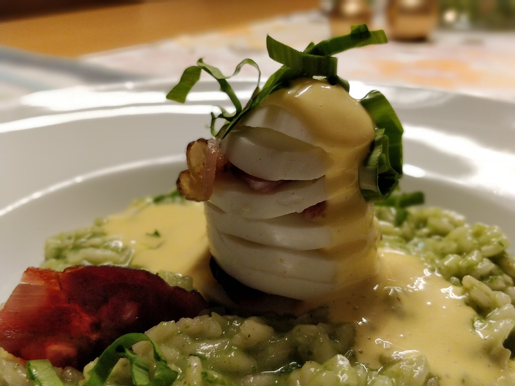 Bärlauch-Risotto mit Easter-Egg-Benedict
