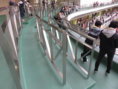 福島競馬場の3階のパドックを見下ろすバルコニー