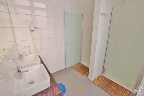 Huttenpalast Hotel Berlin Shared Bathroom