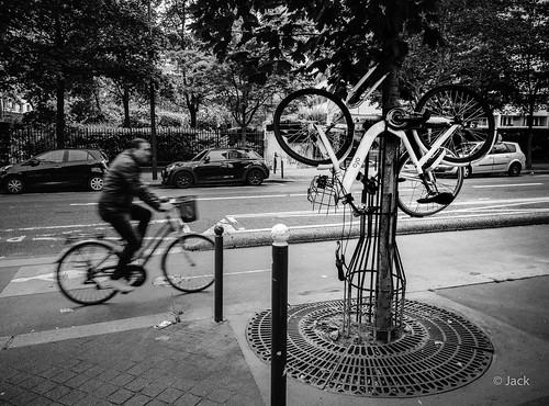 les vélos suspendus