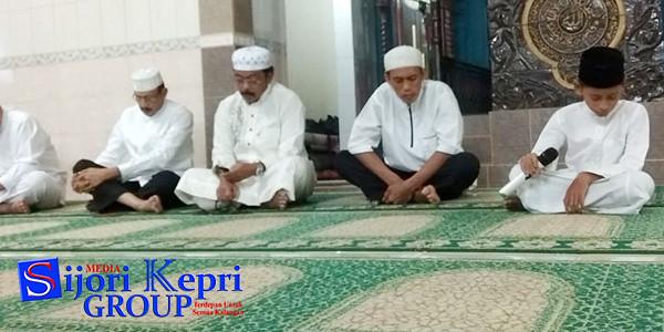Gubernur Provinsi Kepri, Nurdin Basirun dan Bupati Natuna, Hamid Rizal, menghadiri Tabligh Akbar Peringatan Malam Nuzulul Qur'an 1439 H 2018 M