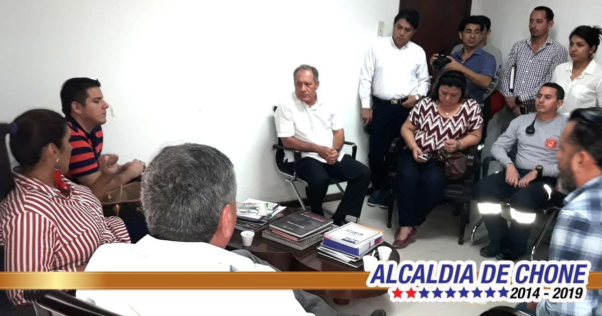 Alcalde se reunió con directivos del hospital Napoleón Dávila